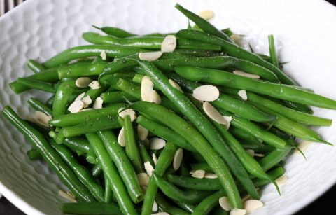 Sauteed green beans and almonds